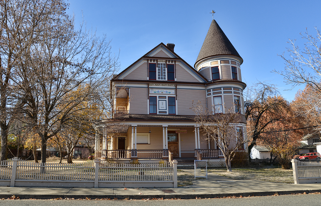 Mt Shasta Ca >> Some Victorian and other interesting homes in Yreka California | ReallyRedding