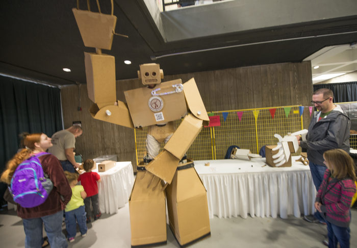 maker-cardboard-robot